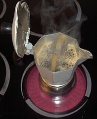 Boiling coffee percolator